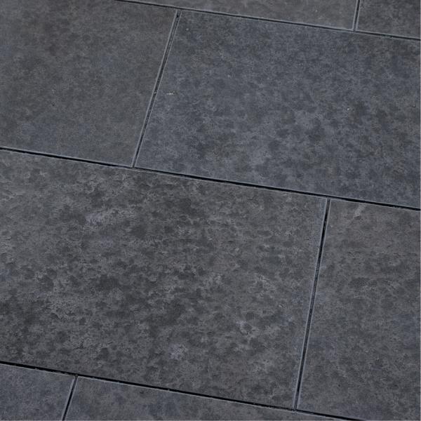 Seltra Naturstein Terassenplatte Sanoku Basalt Elegance anthrazit schwarz 90x60x3cm